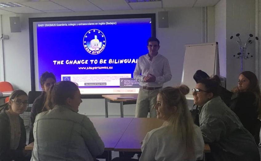 """Alumnos de la Universidad de Nottingham completarán sus prácticas en El Colegio Británico Infantil """"Baby Erasmus"""" de Badajoz"""